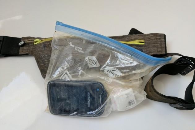 Der Zipbeutel war nicht ganz trocken geblieben, aber dank Kondom hat es die Technik unbeschadet überstanden.